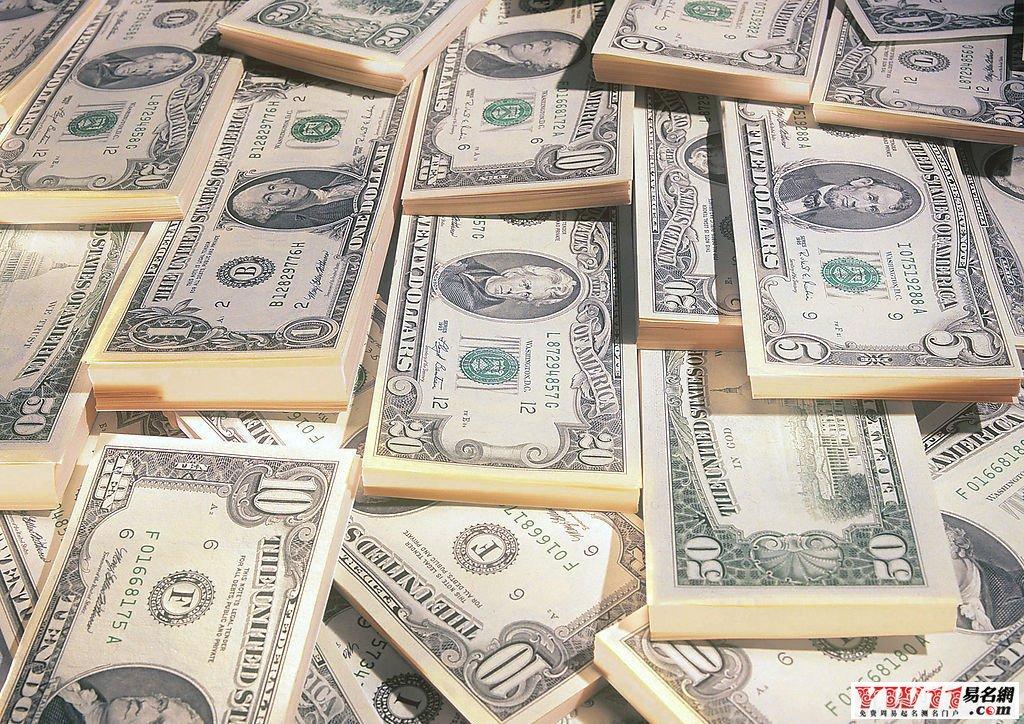 梦见给别人钱财,是不祥之兆. 梦见从别人那里得到装满钱的钱包,朋友会背信弃义。 女人梦见拿别人的钱包,丈夫会不喜欢她。 梦见强行抢别人的钱包,会官运亨通。 梦见金币,表示鼎盛繁荣,或从海洋航行中你会获得许多快乐。 梦见银币并不是幸运的征兆,平日风平浪静的家庭可能会有波折。 女性梦见爱人给她一枚银币,暗示她有可能被遗弃。 梦见吝啬鬼给别人钱财,窃贼会盗取自己全部的积蓄.