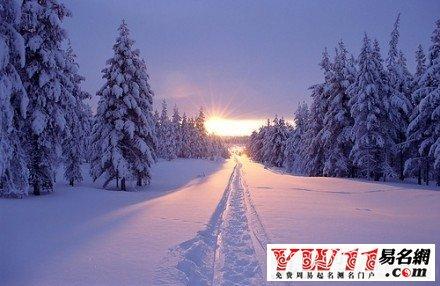 若是男人梦见下雪,意味着为人可靠,从 不贪图小便宜,并因此得到信任