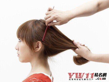 起名网 周公解梦 生活 > 梦见梳头掉头发     1,女人梦见梳头掉头发