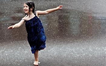 梦见下雨淋到自己身上