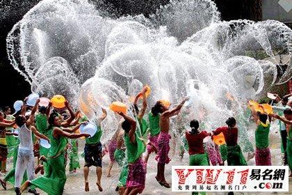 国傣族和中南半岛某些民族的新年节日,也是傣族一年中最盛大的传统