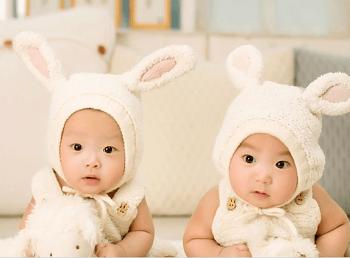 今天小编就和大家说一说给属鸡龙凤胎宝宝起名的技巧以及属鸡龙凤胎